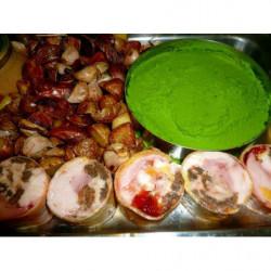 mi cuit de saumon aux épices salade de mesclun  et houmous